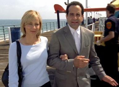 Natalie accompagna Monk durante un'indagine