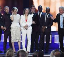 Il cast di American Crime Story ritira il premio ai Critics' Choice Aw
