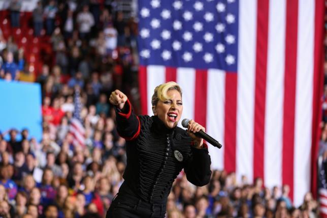 Lady Gaga impegnata nella campagna elettorale di Hillary Clinton