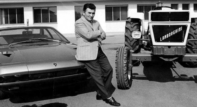 Ferruccio Lamborghini tra auto e trattore
