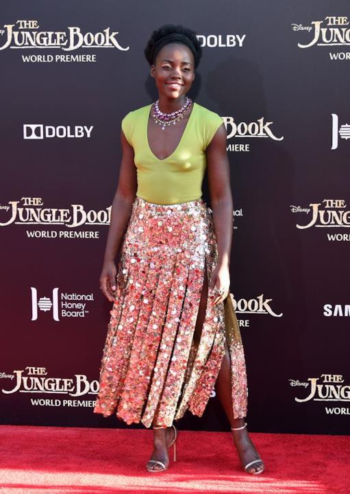 Anteprima mondiale de Il Libro della Giungla: Lupita Nyong'o con una gonna scintillante