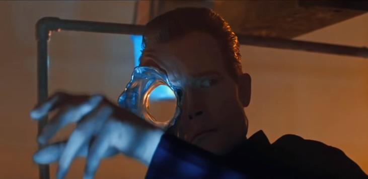 In questa immagine il T-1000 di Terminator 2 di James Cameron
