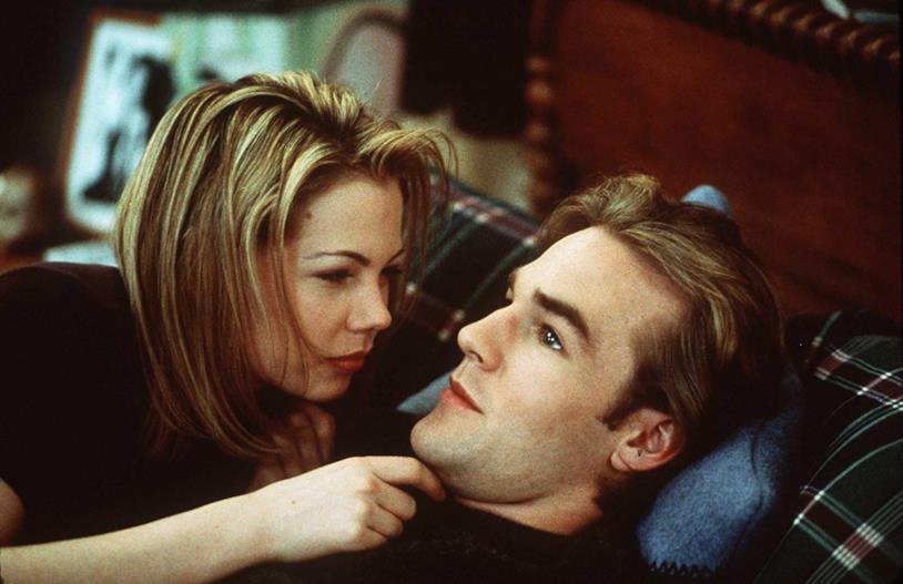 Michelle Williams e James van der Beek (Jen e Dawson) in una scena di Dawson's Creek