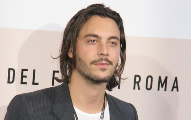 Jack Huston in posa