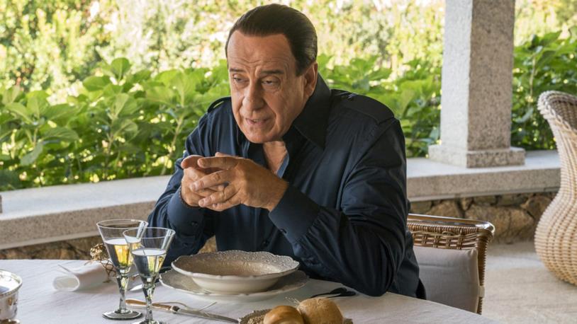 Toni Servillo è Berlusconi in Loro