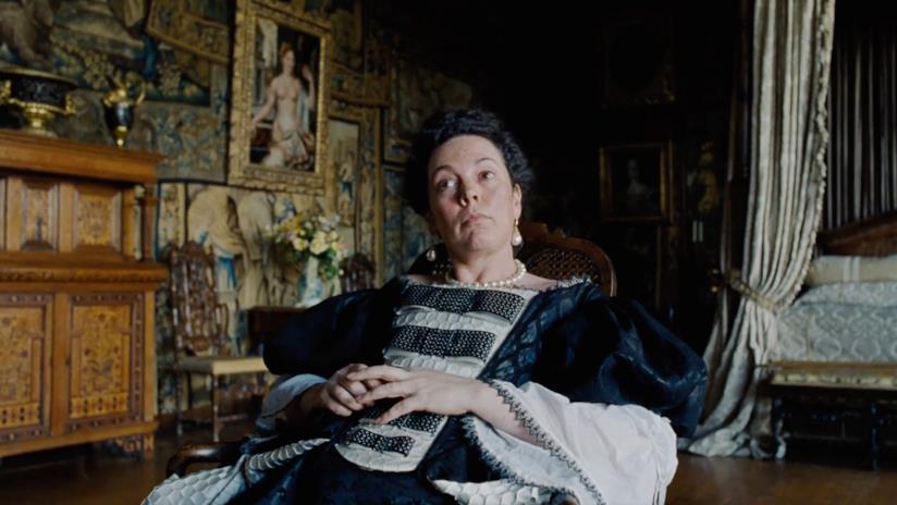 Olivia Colman in una scena de La Favorita