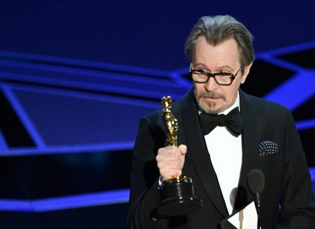 Gary Oldman stringe l'Oscar