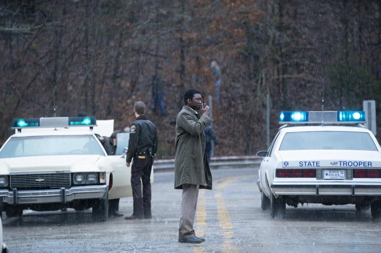 True Detective 3: Mahershala Ali nei panni di Wayne Hays sulla scena del crimine