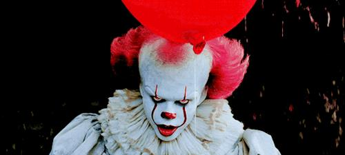 Pennywise con il suo palloncino