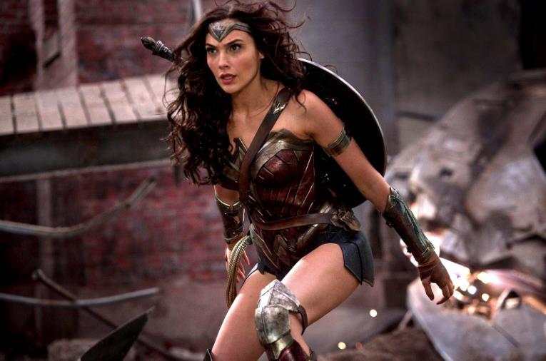 Un primo piano di Gal Gadot nel ruolo di Wonder Woman