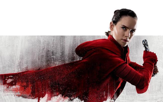 Un completo rosso per una Rey pronta all'azione