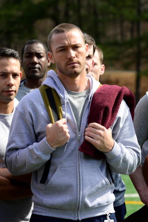 Ryan Booth si prepara ad allenarsi con altre reclute dell'FBI