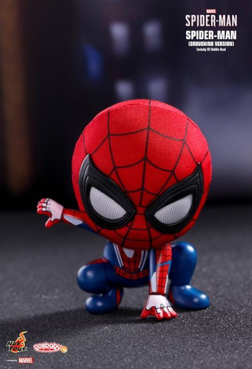 Spider-Man con il costume del videogioco Marvel's Spider-Man, in versione Cosbaby di Hot Toys