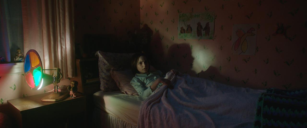 Judy Warren a letto, nella sua camera