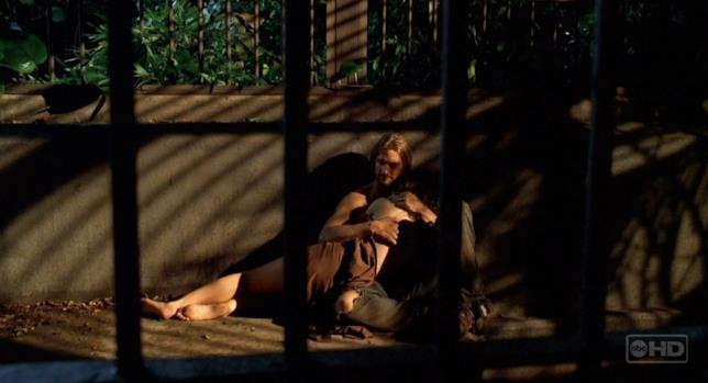 Kate e Sawyer, la passione esplode nella gabbia