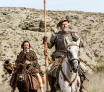 Adam Driver e Jonathan Pryce a cavallo in una scena del film