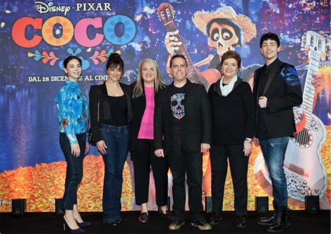 Mara Maionchi, Valentina Lodovini, Matilda De Angelis e Michele Bravi insieme a regista e produttrice di Coco