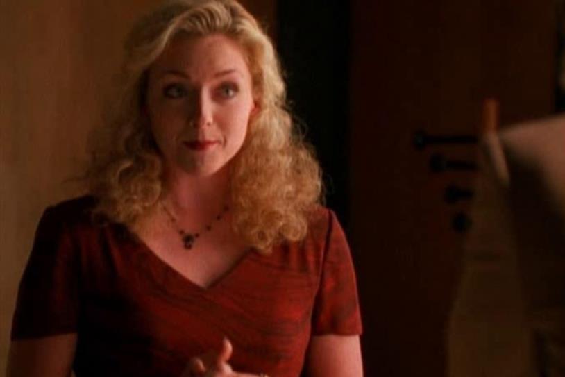 L'attrice Jane Krakowski in una scena di Ally McBeal