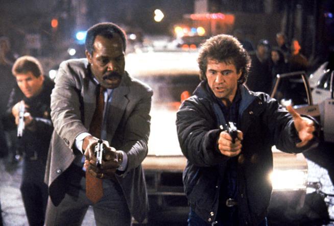 Una scena del secondo capitolo di Arma Letale con Danny Glover e Mel Gibson