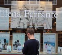 Una vetrina dedicata a Elena Ferrante