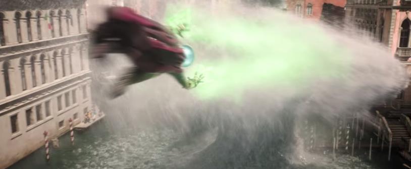 Screen del trailer di Spider-Man: Far From Home con lo scontro tra Mysterio e Hydron