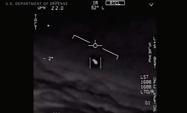 Il video di un incontro ravvicinato tra piloti della Marina e un oggetto non identificato