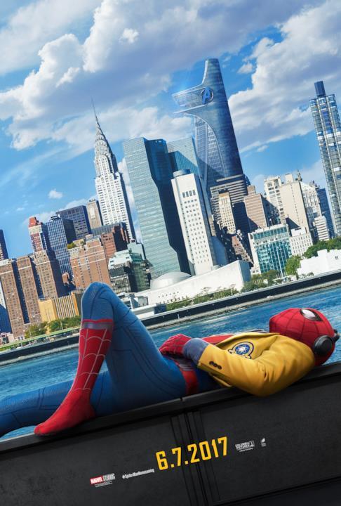 Spider-Man si rilassa con l'Avengers Tower sullo sfondo