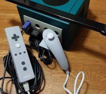 Prototipo del Wiimote collegato al GameCube