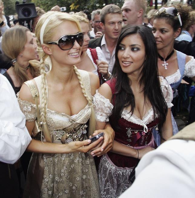 Primo piano di Paris Hilton e Kim Kardashian