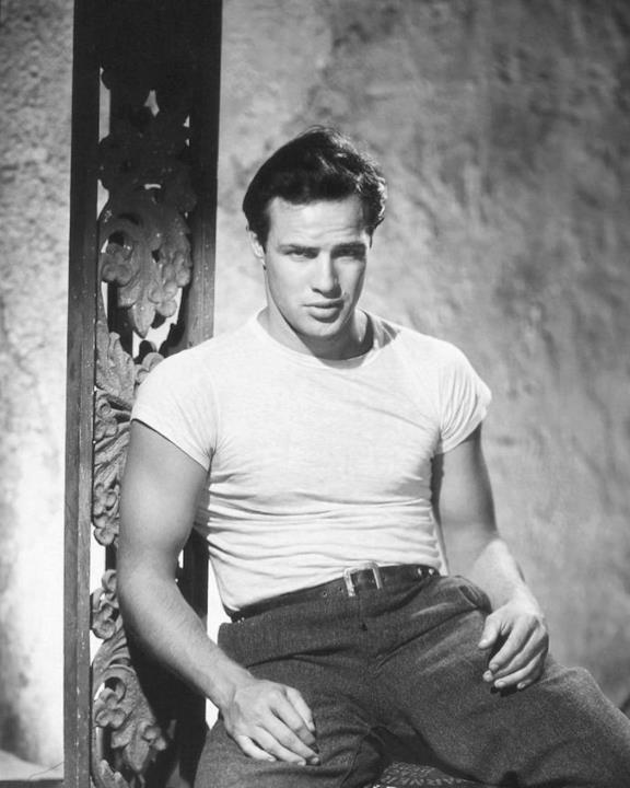 Un primo piano di Marlon Brando