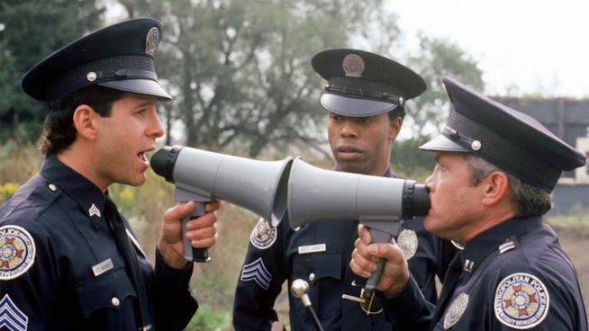 Steve Guttenberg, Michael Winslow e G. W. Bailey in una scena del film