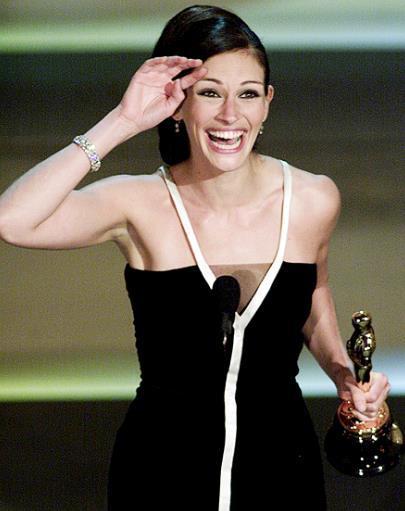 Julia Roberts in Valentino agli Oscar 2001