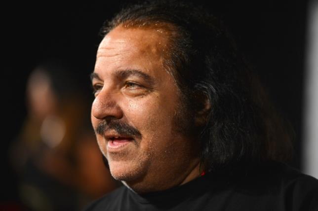 Ron Jeremy, attore porno di 65 anni, è stato accusato di violenza sessuale