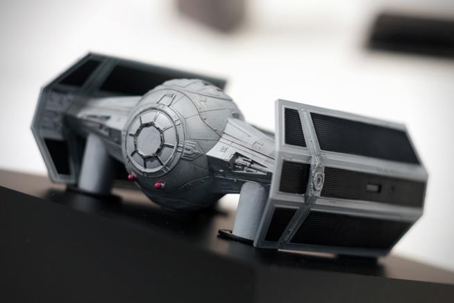 Il drone del TIE figheter si mostra nei suoi dettagli