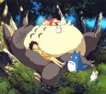 Totoro in compagnia delle piccole Satsuki e Mei