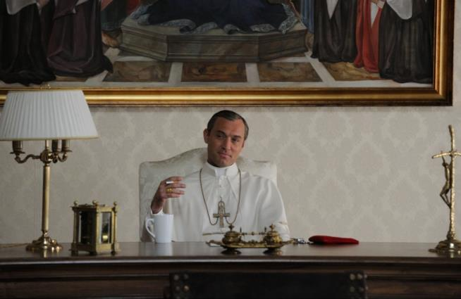 Jude Law è Lenny Belardo in The Young Pope