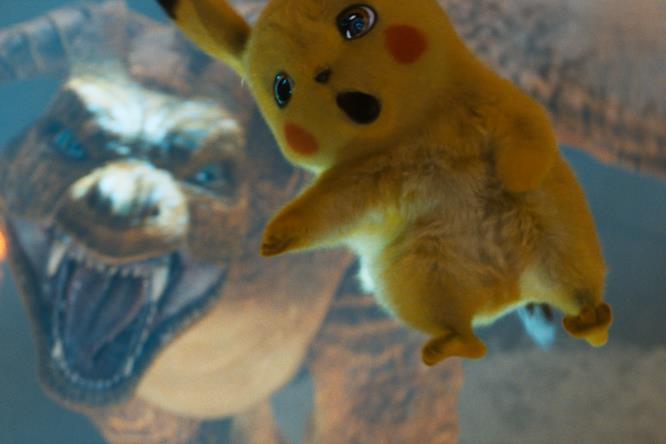Pikachu scagliato in aria da Charizard