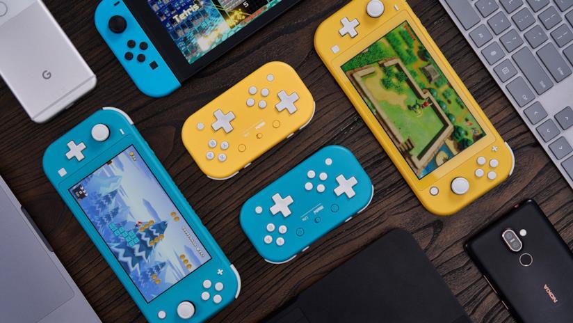 I due controller ispirati a Nintendo Switch Lite