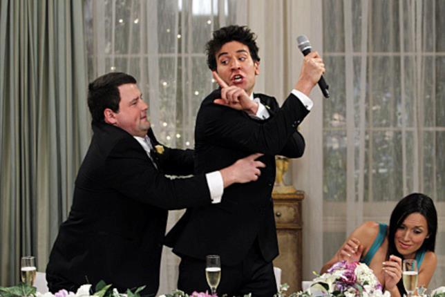 Ted rovina il matrimonio di alcuni suoi amici