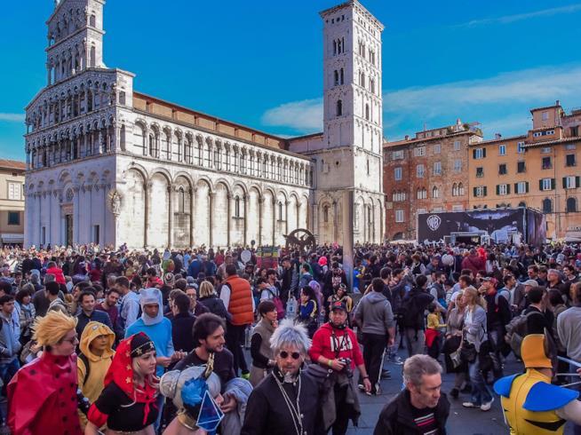 Fan e curiosi alla fiera Lucca Comics & Games