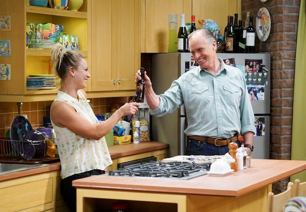 Penny e suo padre in un episodio di The Big Bang Theory