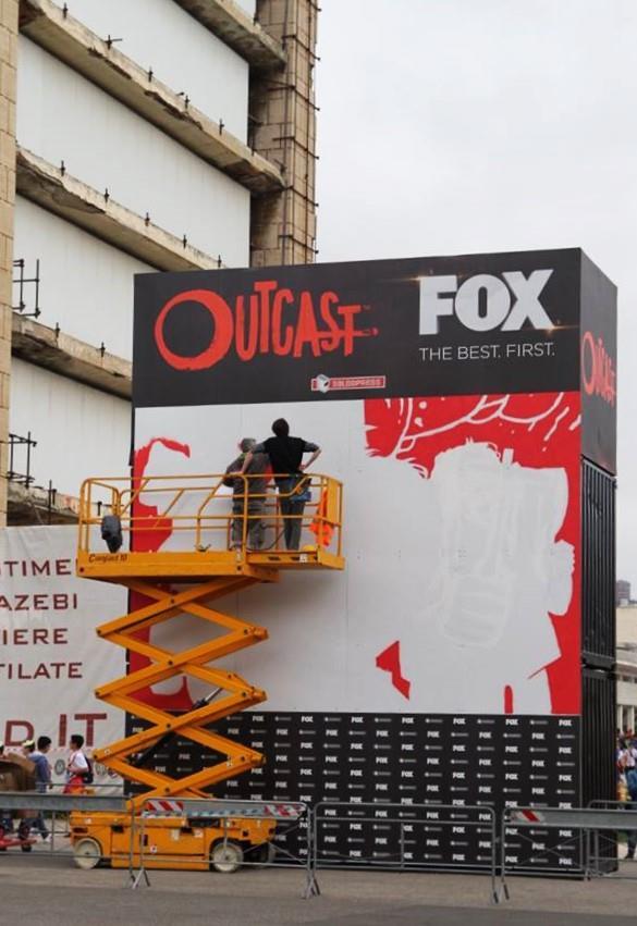 Outcast: il murale al Napoli Comicon