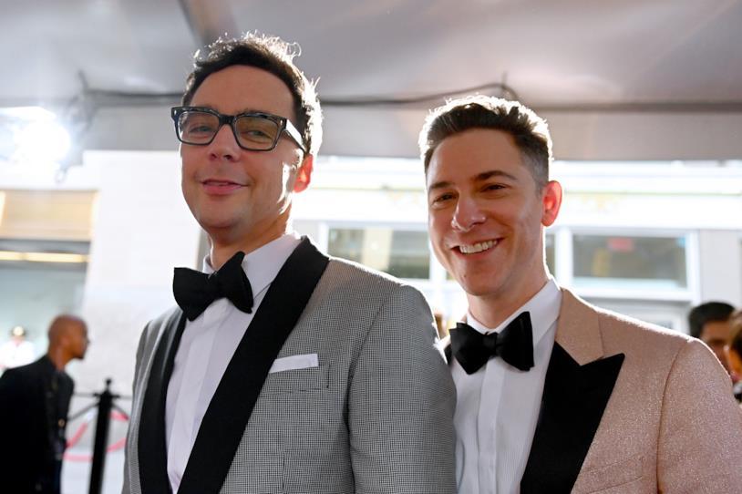 A sinistra Jim Parsons e a destra il marito Todd Spiewak