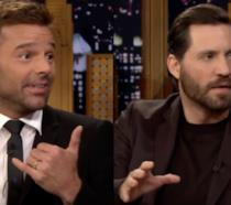 Edgar Ramirez e Ricky Martin in un'immagine dalle ospitate da Jimmy Fallon