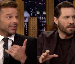 Edgar Ramirez e Ricky Martin in un'immagine dalle ospitate da Jimmy Fallon