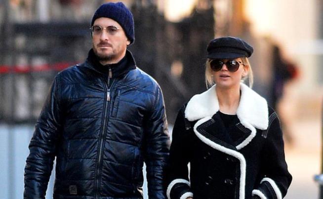 Jennifer Lawrence e Darren Aronofsky in giro per strada