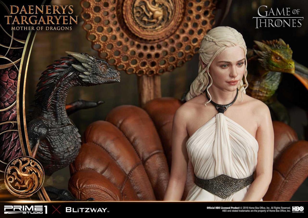 La statuetta di Daenerys include anche i draghi