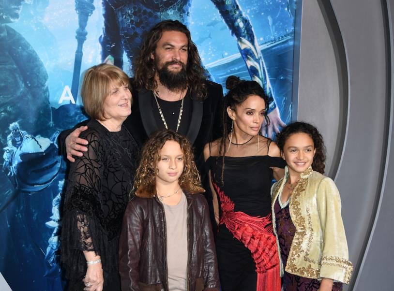 Jason Momoa con la famiglia alla prima di Aquaman