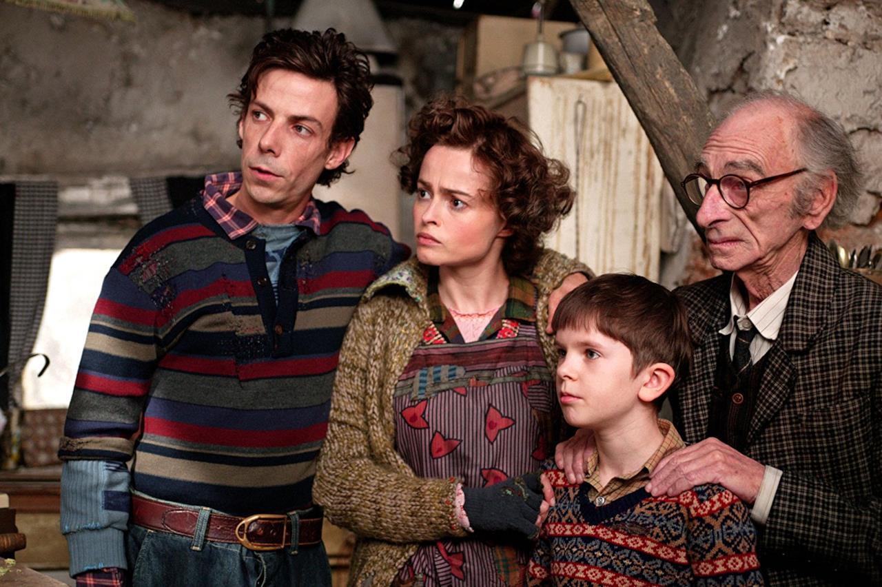 Charlie Bucket con mamma, papà e il nonno