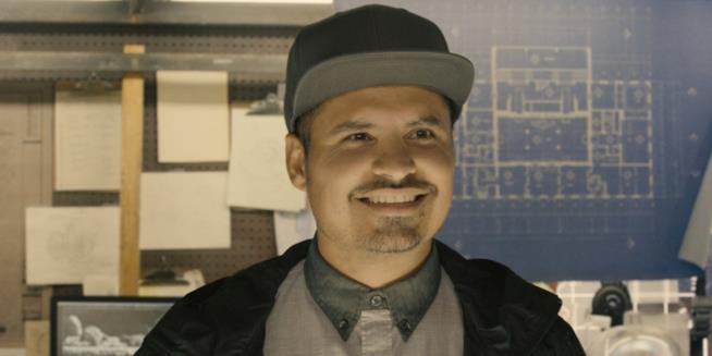 L'attore Michael Peña in una sequenza di Ant-Man